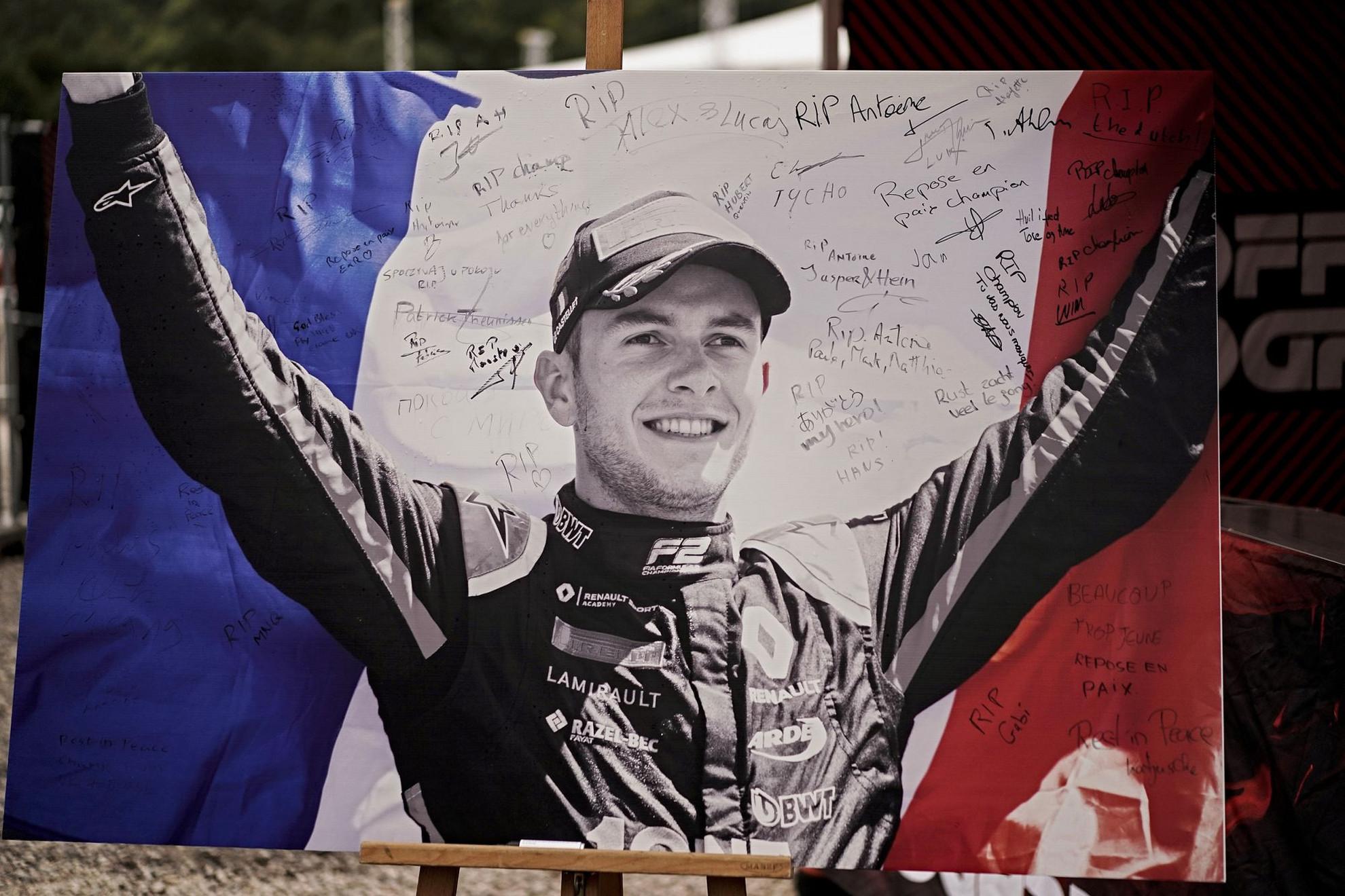 A mindössze 22 éves Anthoine Hubert-t az egyik legtehetségesebb fiatal versenyzőnek tartották. Tavaly megnyerte a GP3 Seriest, múlt hónapban versenyzett a Hungaroringen is