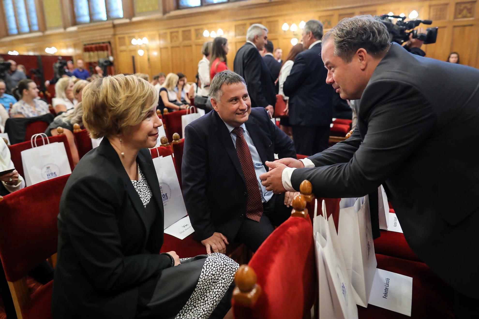 Konferenciát tartott a Nagycsaládosok Országos Egyesülete (NOE) és a Kopp Mária intézet