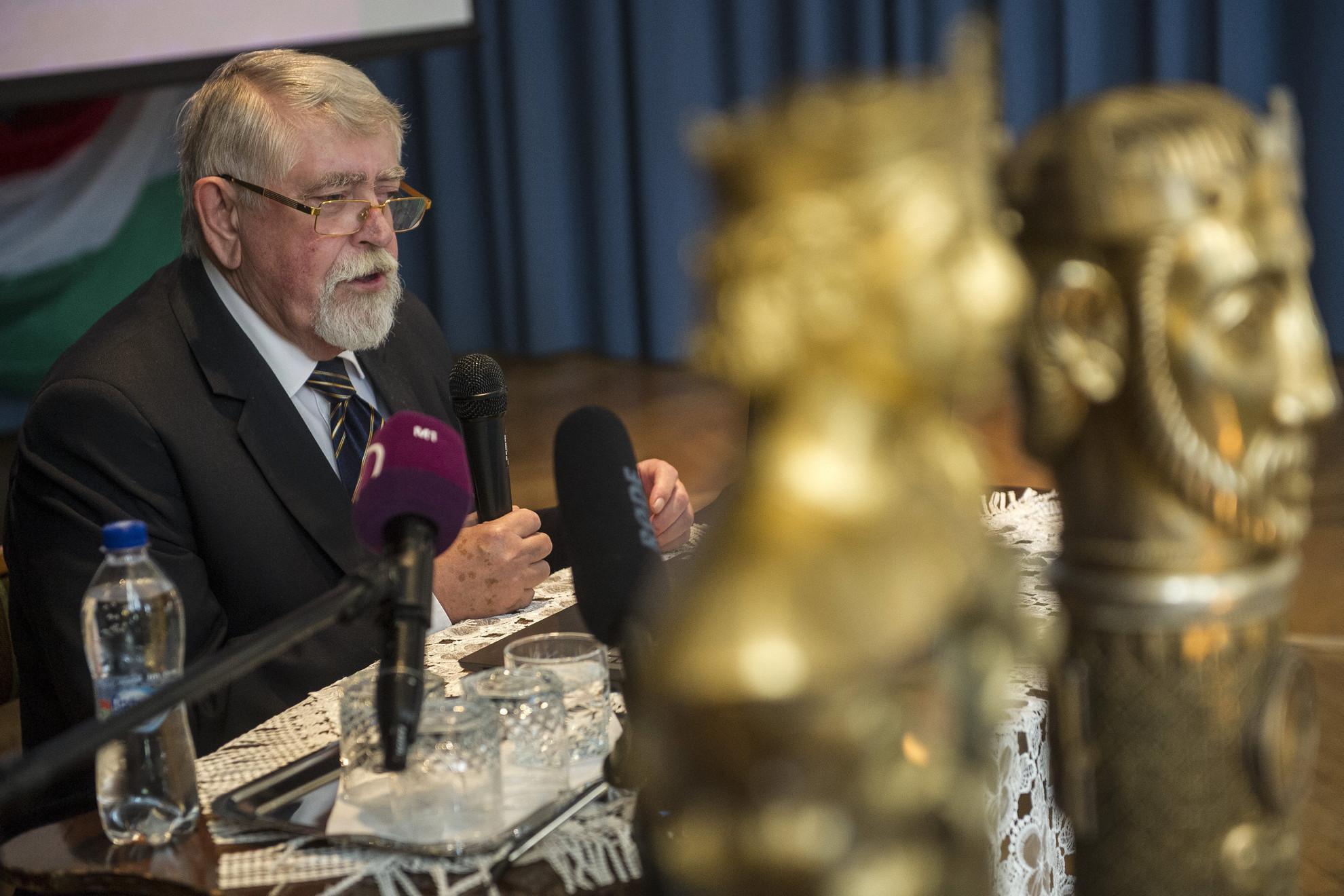 Kásler Miklós, az emberi erőforrások minisztere beszédet mond a Szent István emlékkonferencián Kecskeméten