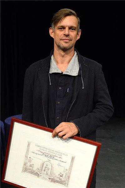A legjobb férfi alakításért díjazott Zayzon Zsolt, a Thália Színház színművésze