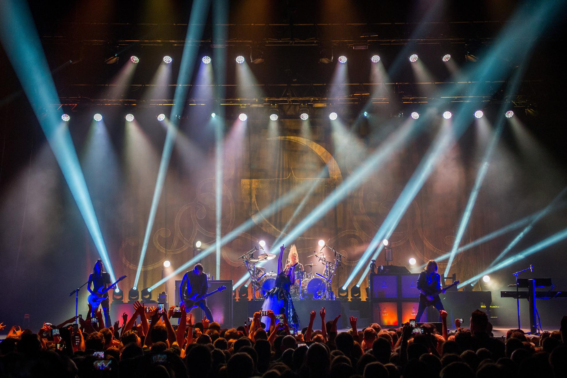 Az Evanescence csak némi fényjátékkal támogatta meg fellépését, főként a zenével próbálták megragadni a közönséget, ami sikerült is nekik