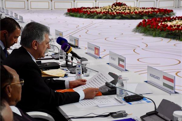 Az Országgyűlés Sajtóirodája által közreadott képen Kövér László, az Országgyűlés elnöke felszólal az Eurázsiai Államok Parlamenti Elnökeinek IV. Találkozóján