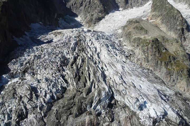 Összeomlás fenyegeti a Mont Blanc egyik gleccserét