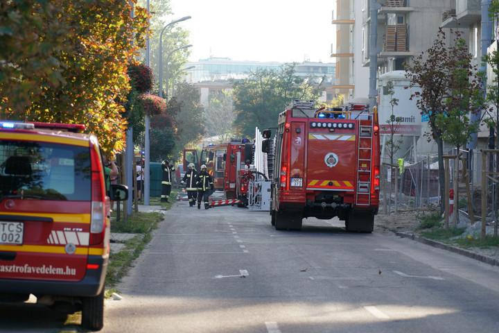 Eloltották a XIII. kerületi épület tetején keletkezett tüzet