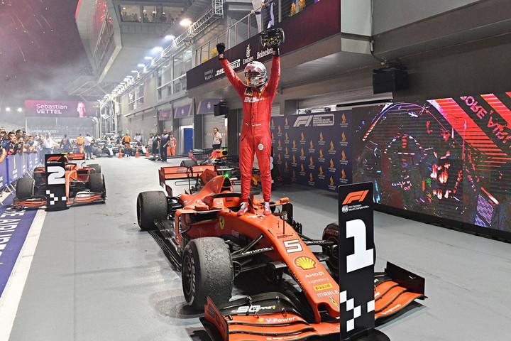 Diadalt hozó Ferrari-taktika: Vettel végre futamot nyert