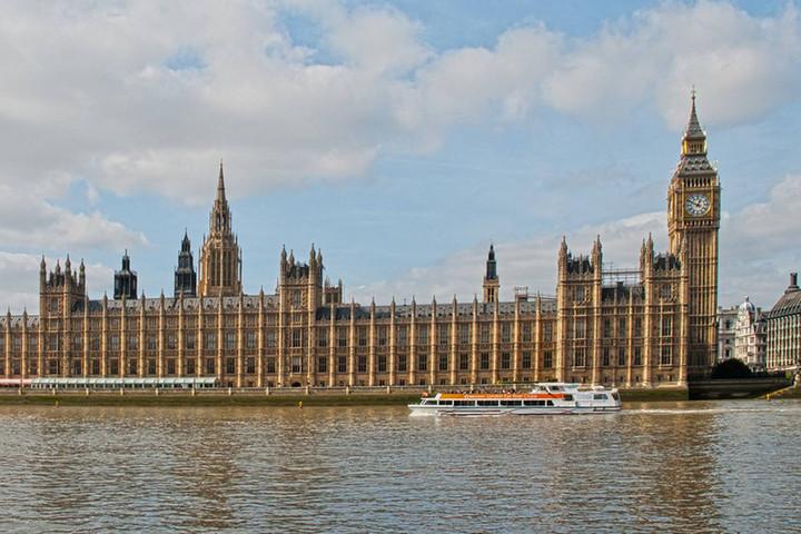 Hétfőn véget ér a brit parlament jelenlegi ülésszaka