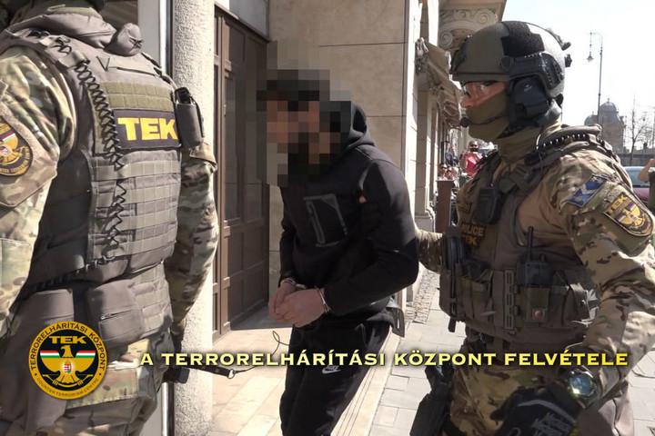 Terrorizmus miatt vádat emeltek Haszan F. ellen
