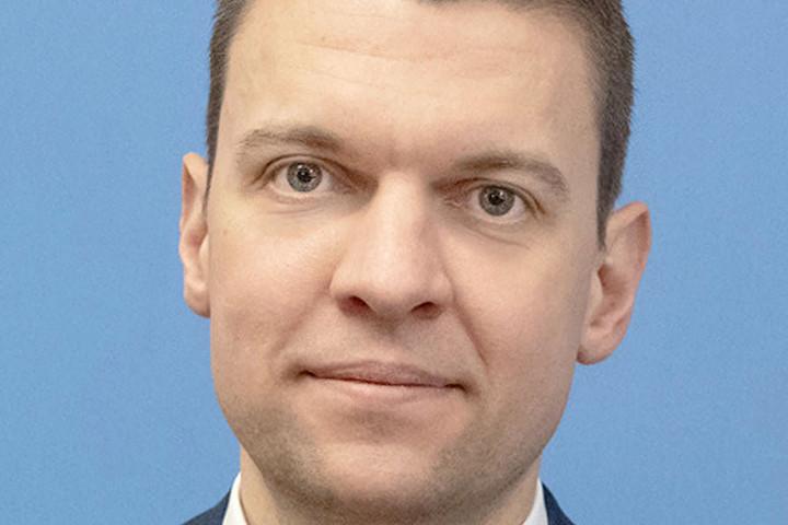Menczer: Magyarország Kelet és Nyugat együttműködésén dolgozik