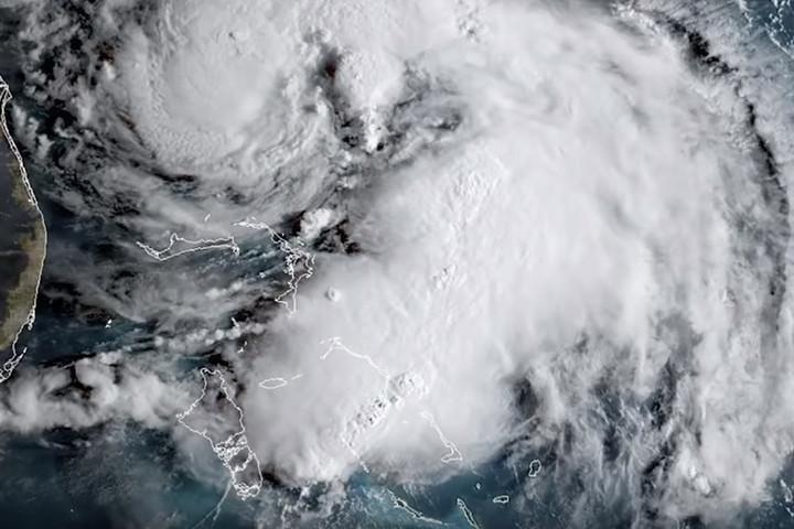 Hurrikánná erősödött a vihar Bermuda közelében