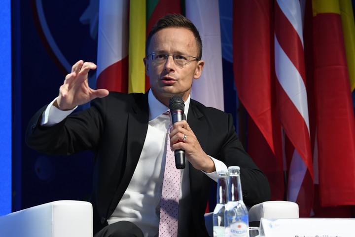 Szijjártó: Egyesek meg akarják törni Közép-Európa versenyelőnyét