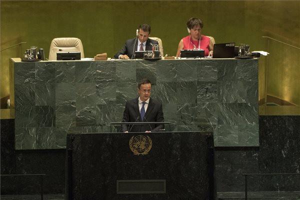 Szijjártó: Magyarország megteszi azt, amit az ENSZ-nek kellene