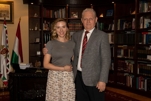 Scarlett Johansson meglátogatta Tarlós Istvánt