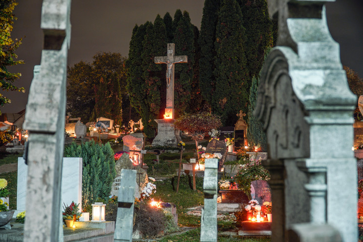 Több fővárosi temetőben vizsgálat indult a sírgondozás körüli szabálytalanságok miatt