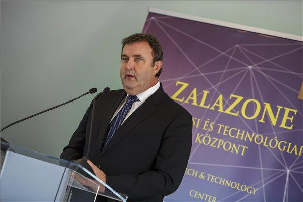 Palkovics: Magyarország meghatározóvá válik a járműipari fejlesztések területén