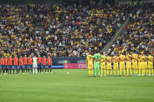 A románok kifütyülték a meccs előtti gyászszünetet