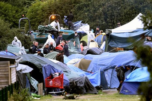 Franciaország 900 migránst evakuált egy táborból