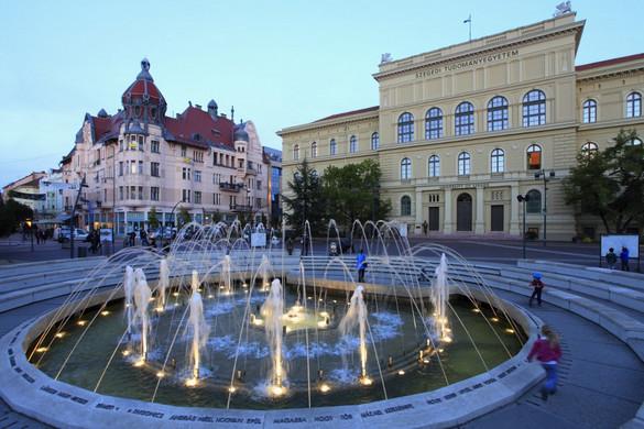 Áll a bál Szegeden a VIP-parkolási ügy miatt