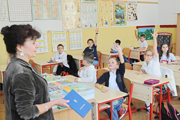 A kormánypártok elkötelezettek a pedagógus-béremelés mellett