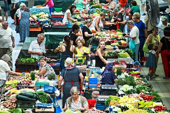 A béremelkedés is lendített nyáron a kiskereskedelmen