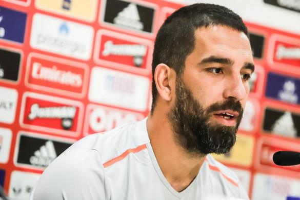 Illegális fegyvertartás és testi sértés miatt elítélték a Barcelona korábbi futballistáját
