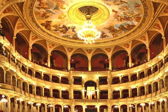 Leállása alatt heti négy közvetítéssel jelentkezik az Opera