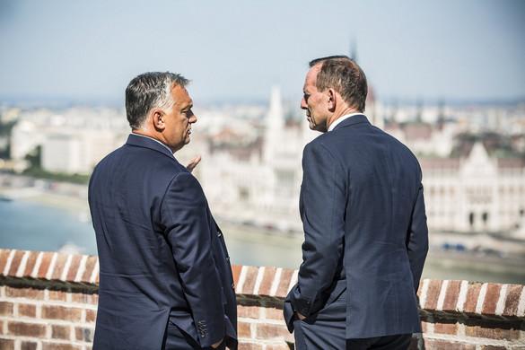 """""""Európának a magyar és az ausztrál gyakorlatot kell követnie a határvédelemben"""""""
