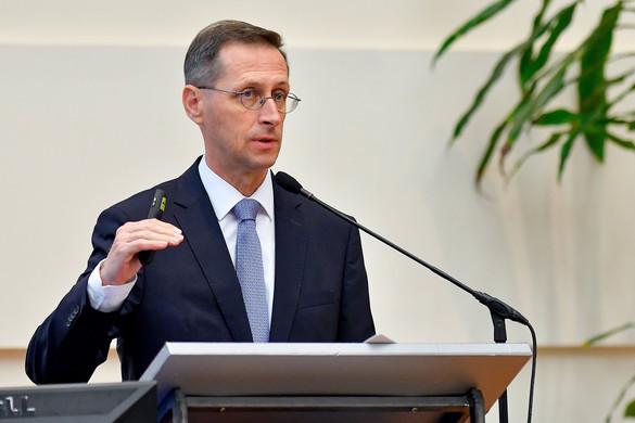 Varga Mihály: A világgazdaságban lassulás van, de recesszió nincs