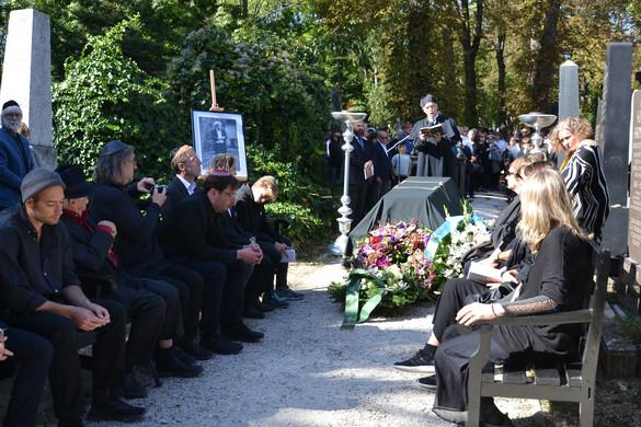 Eltemették Konrád Györgyöt