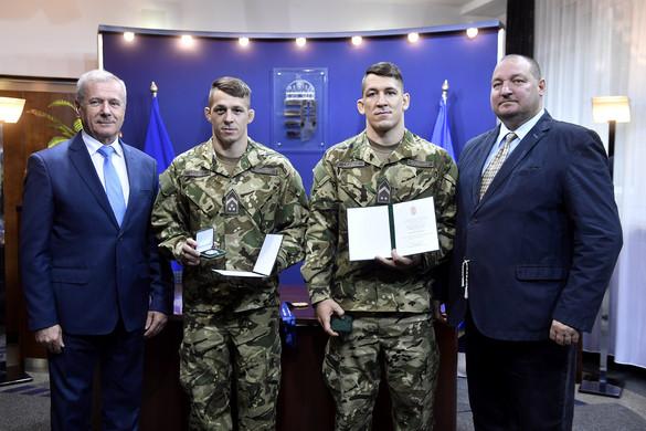 Elismerést kaptak a honvédelmi minisztertől a Lőrincz testvérek