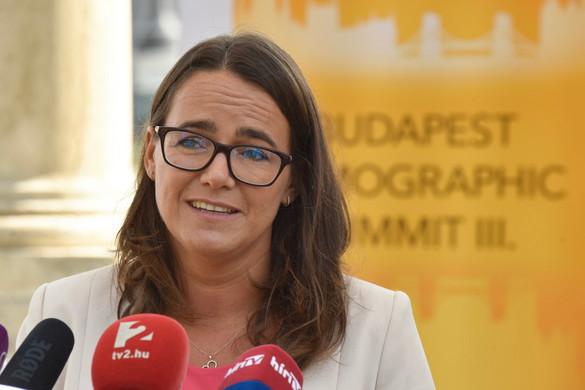 Novák Katalin: Nő a házasságkötési és a gyermekvállalási kedv