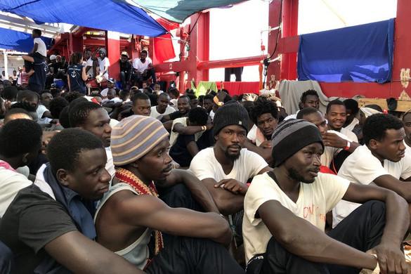 Több migráns öngyilkosságot kísérelt meg az Ocean Viking nevű hajón