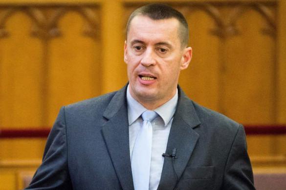Sneider Tamás nem mond le a parlamenti alelnökségről