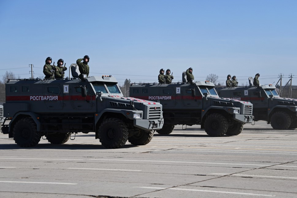 Orosz Tajfun-U típusú páncélozott járművek (Képünk illusztráció)