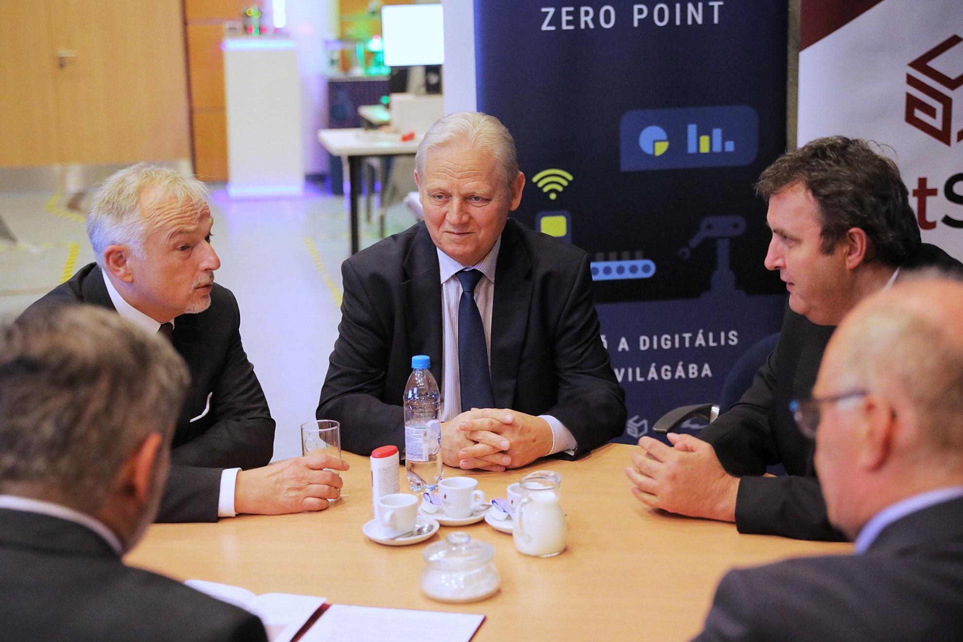 Tarlós István (középen): a BME az önkormányzat kiemelt partnere