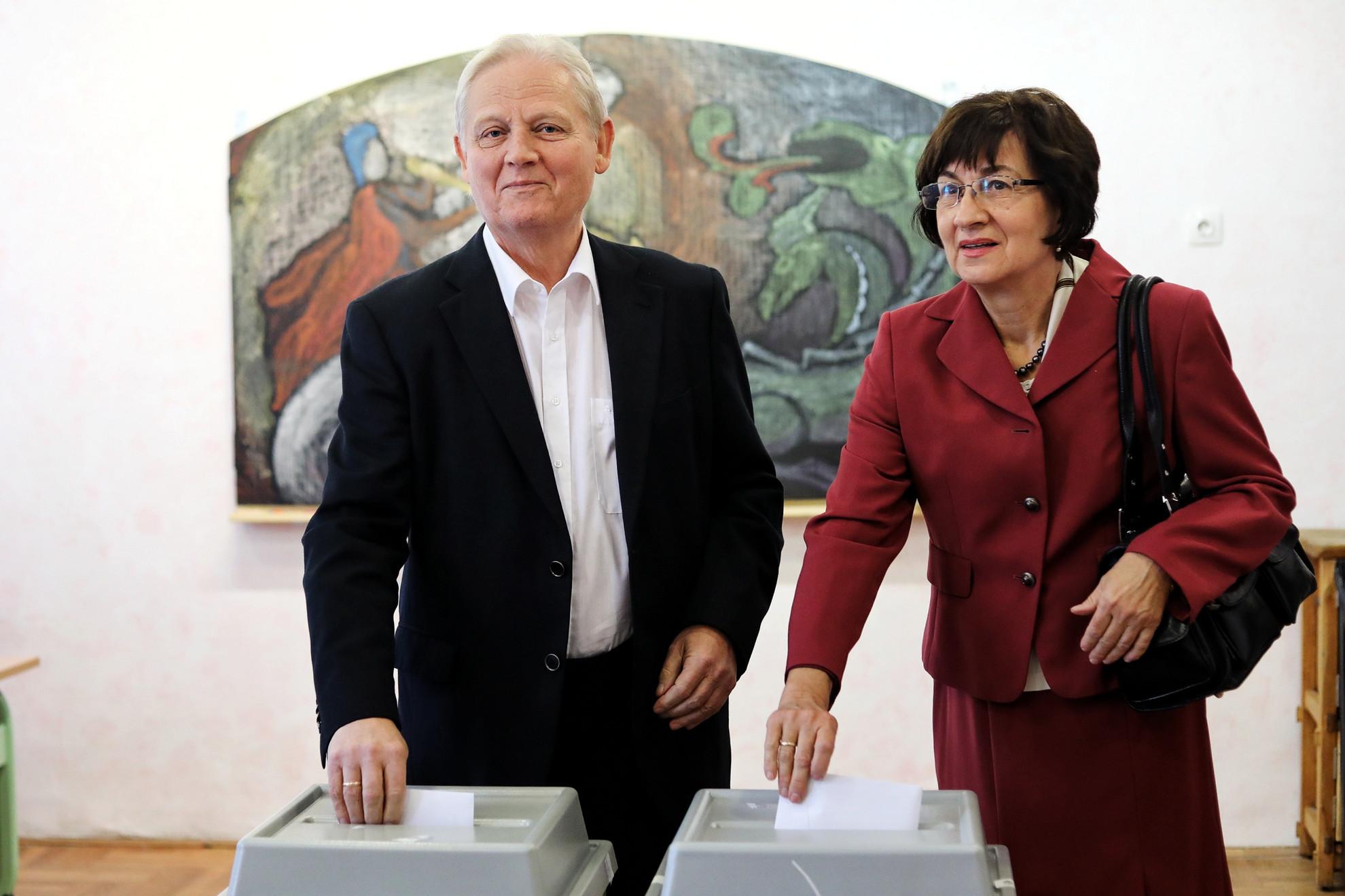 Tarlós István és felesége leadják szavazatukat
