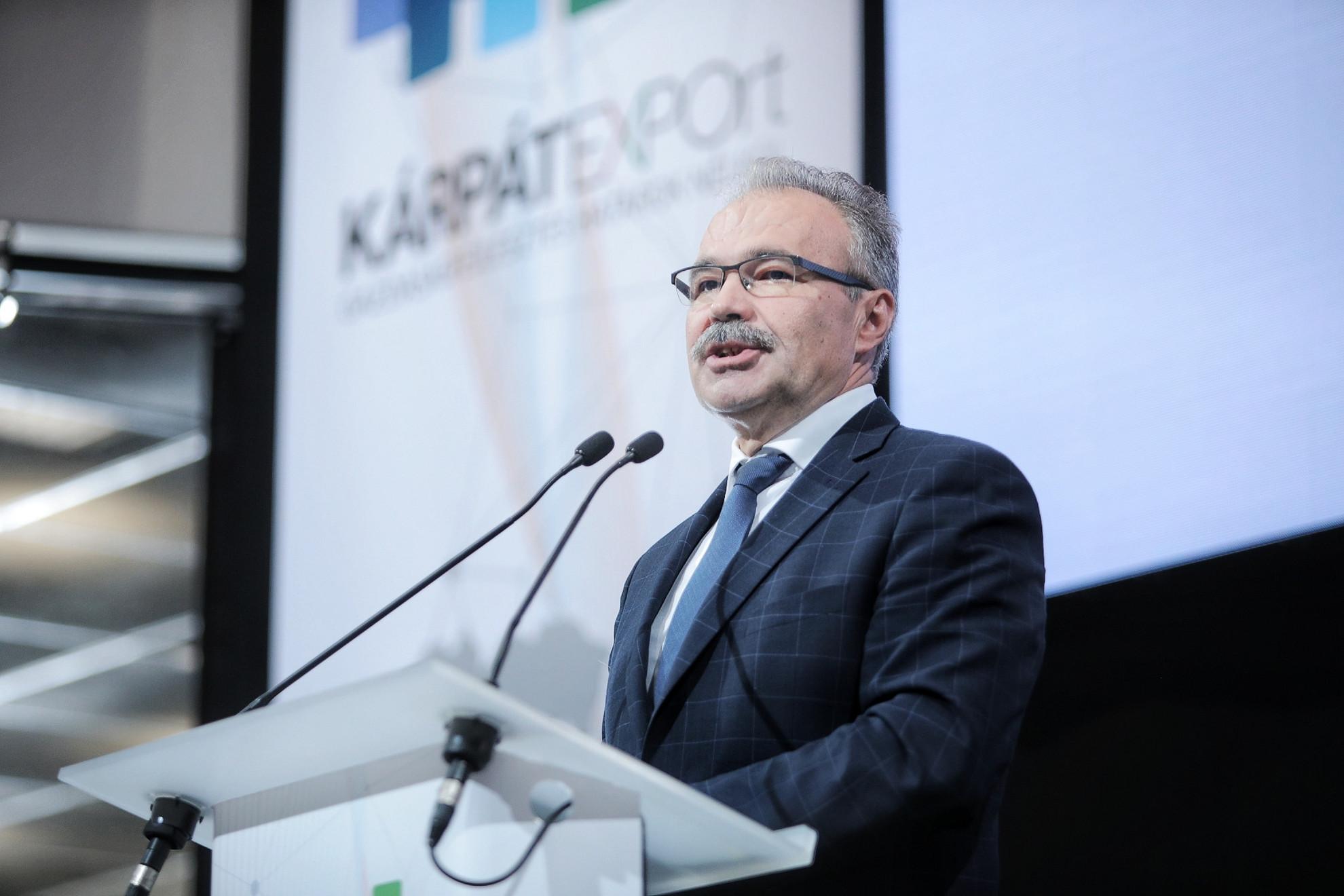Dr. Nagy István agrárminiszter beszédet mond a Kárpát-medencei Gazdasági Konferencián és Kiállításon