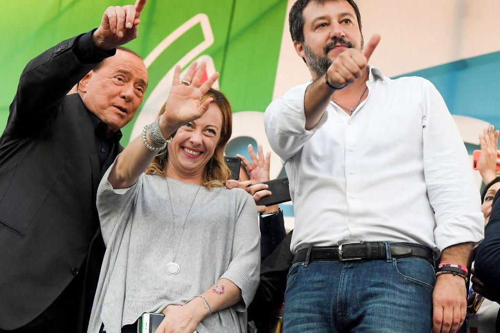 Silvio Berlusconi, a Hajrá Olaszország vezetője és Giorgia Meloni az Olasz Testvérek elnöke is megjelent a rendezvényen