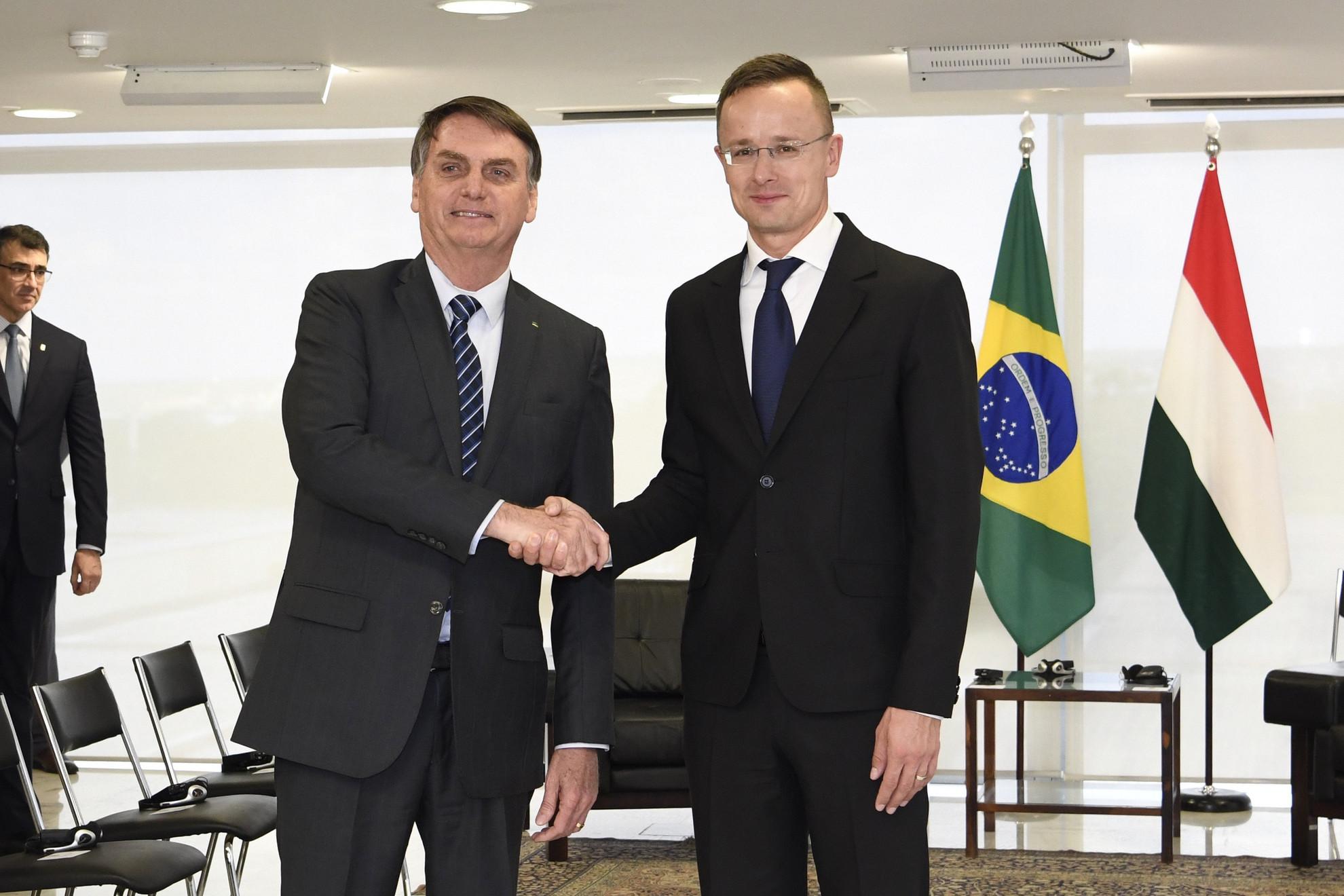 Jair Bolsonaro brazil elnök (b) és Szijjártó Péter külgazdasági és külügyminiszter találkozója Brazíliavárosban