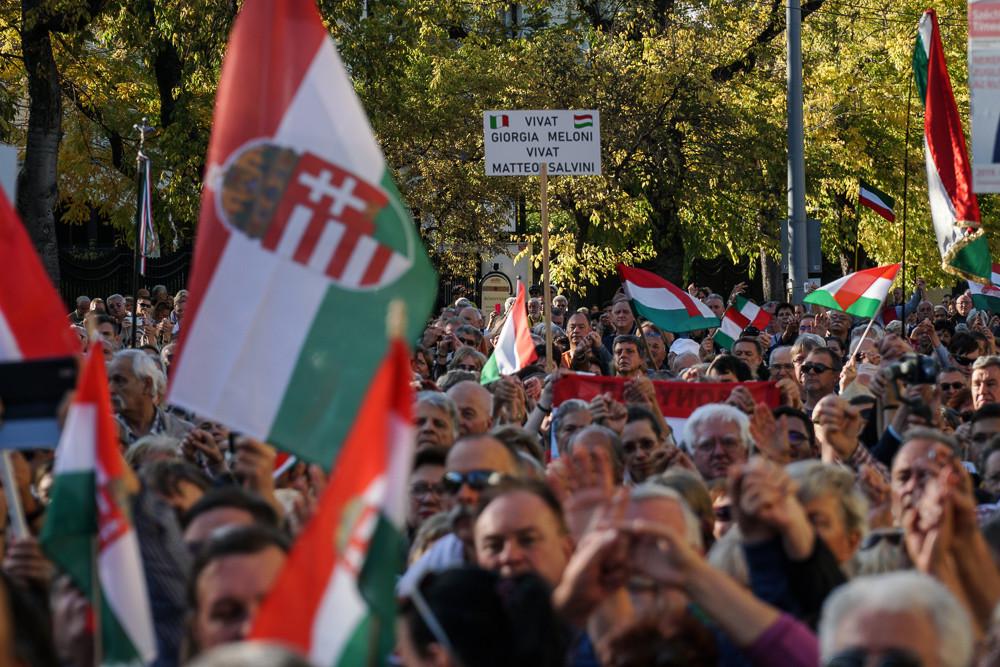 Több ezer ember vett részt a Matteo Salvini és az olasz jobboldal mellett kiálló szolidaritási tüntetésen (a képre kattintva lapozhatók a galéria fotói)