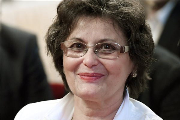 Latorcai-Ujházi Aranka a Fraknói Vilmos-díj egyik kitüntetettje