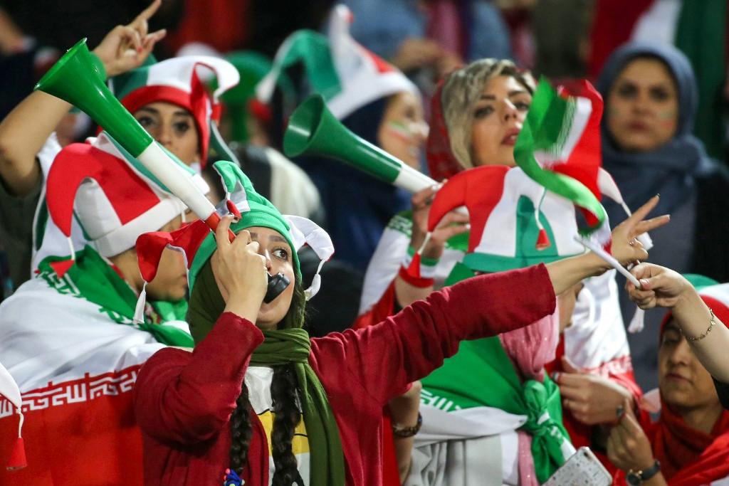 Az iráni hölgyek a csapat buzdításából is kivették a részüket