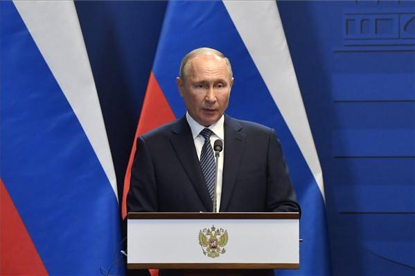 Vlagyimir Putyin orosz elnök Orbán Viktor miniszterelnökkel közösen tartott sajtótájékoztatóján