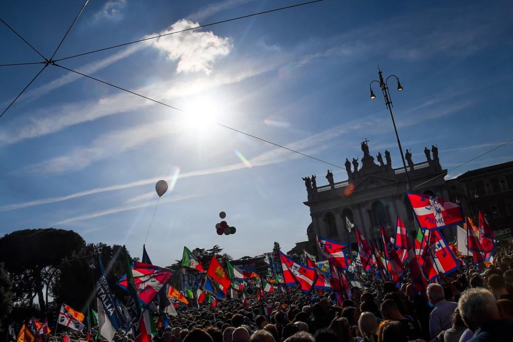 A szervezők közlése szerint körülbelül 200 ezren vettek részt a tüntetésen