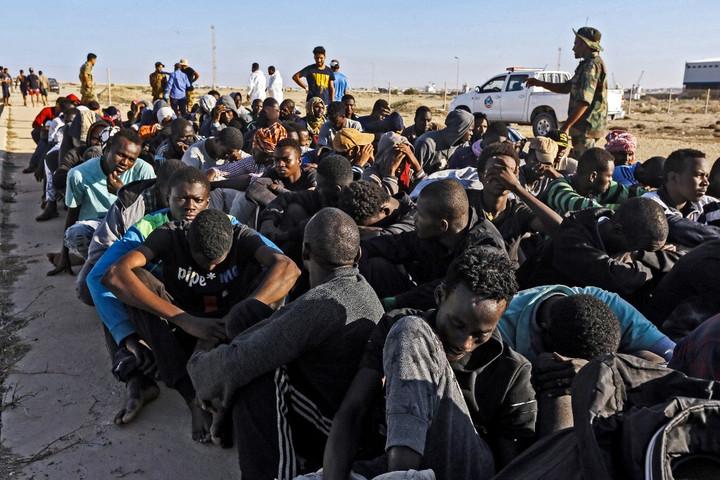 A líbiai parti őrség elfogott 90 migránst