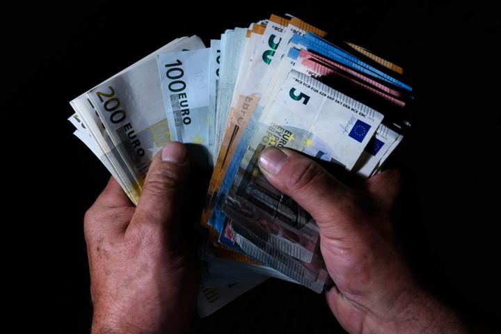 Magyarországot is megkárosító adócsaló hálózatot számoltak fel