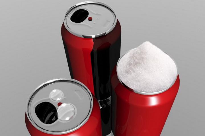 Betiltják a cukros üdítők reklámjait Szingapúrban