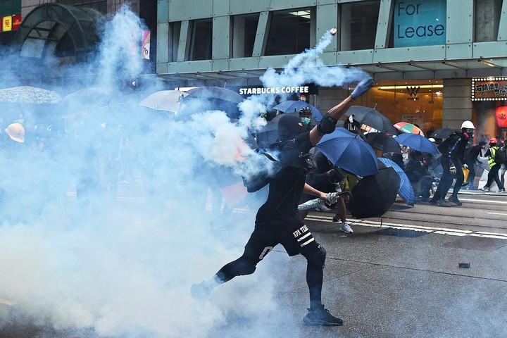 Ismét áll a hongkongi tiltott maszkabál