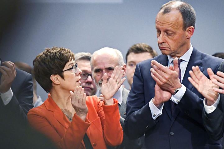 Összeomlóban Merkel rendszere