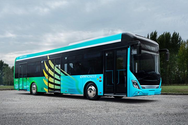 Az Ikarus új busza nekivágott a nagyvilágnak