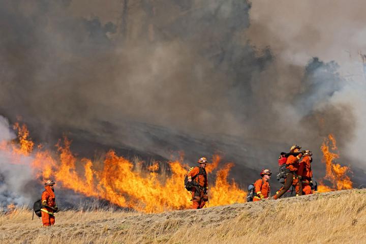 Kaliforniában újabb helyeken lobbantak fel bozóttüzek